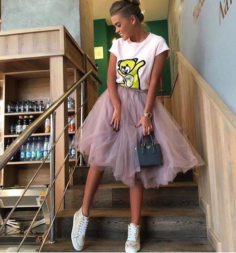 Pink Tulle Skirt With White Tee And White Sneakers For Summer 2020