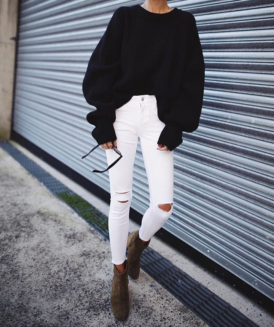 Oversized Sweater In Black And White Skinny Jeans For Spring 2019
