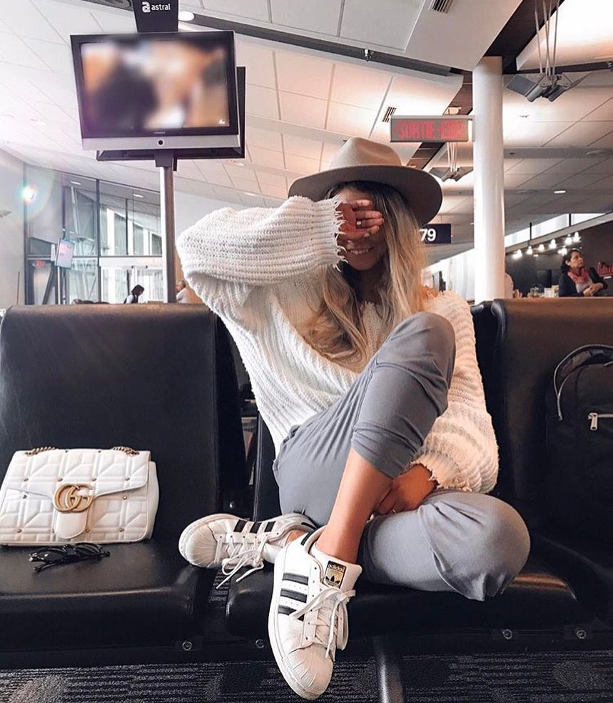 Spring Casual Airport Outfit Idea: White Sweater And Grey Joggers 2019