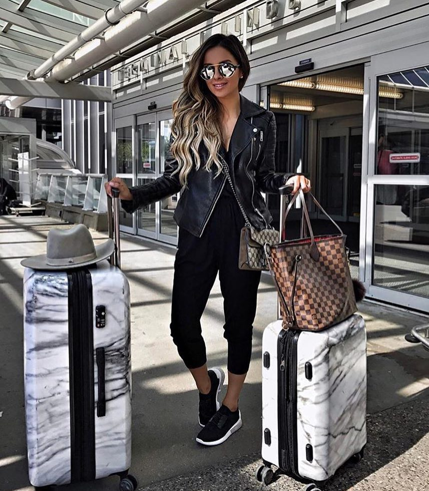 Airport All Black Outfit Idea For Spring 2019