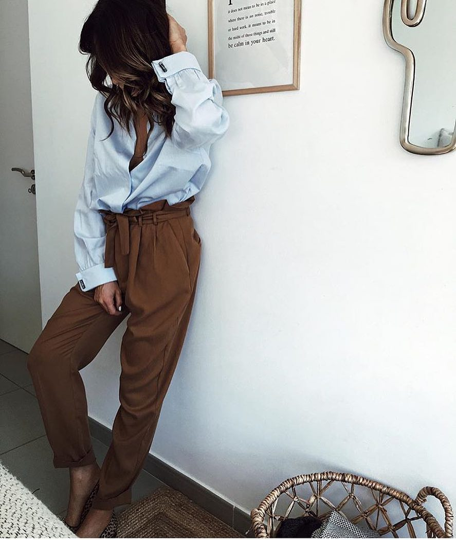 Smart-Casual Relaxed Outfit: Loose Fit Shirt And Gathered Pants 2019
