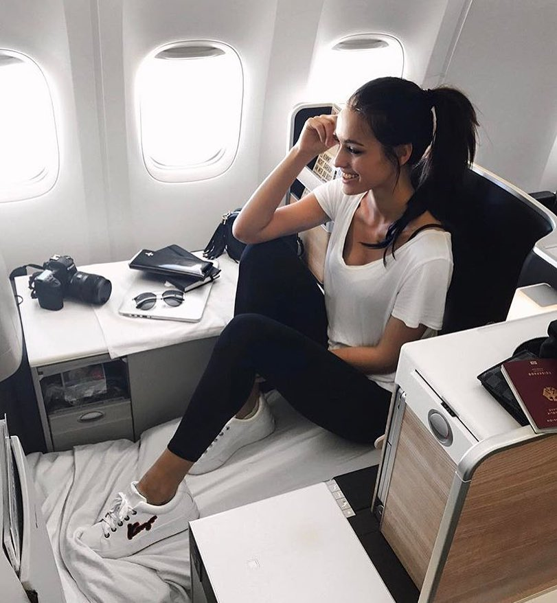 Summer Airplane Outfit: White Tee, Black Leggings And White Kicks 2021