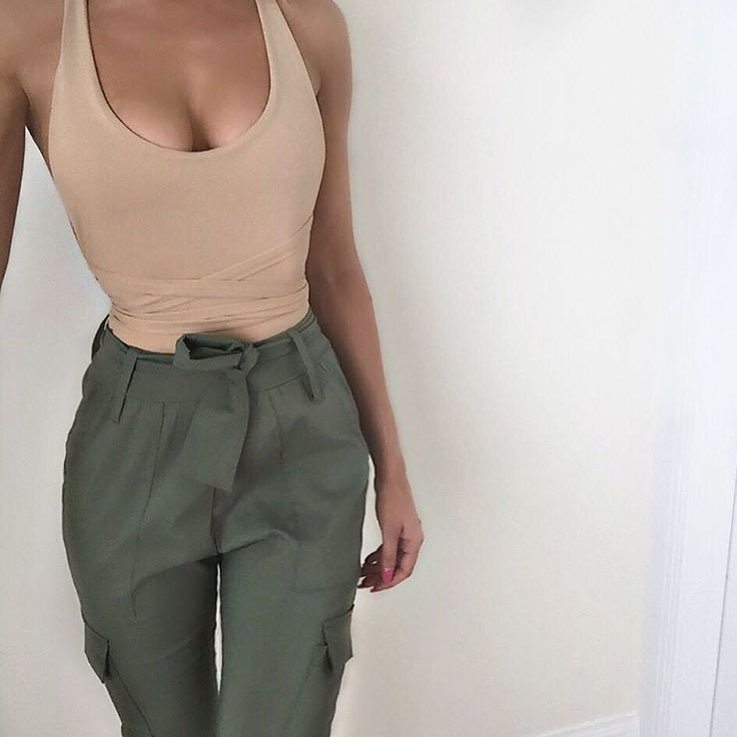How To Wear Gathered Khaki Green Pants This Summer 2020