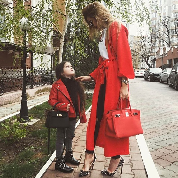 How To Wear Red Maxi Coat With White T-Shirt And Black Skinnies This Spring 2019