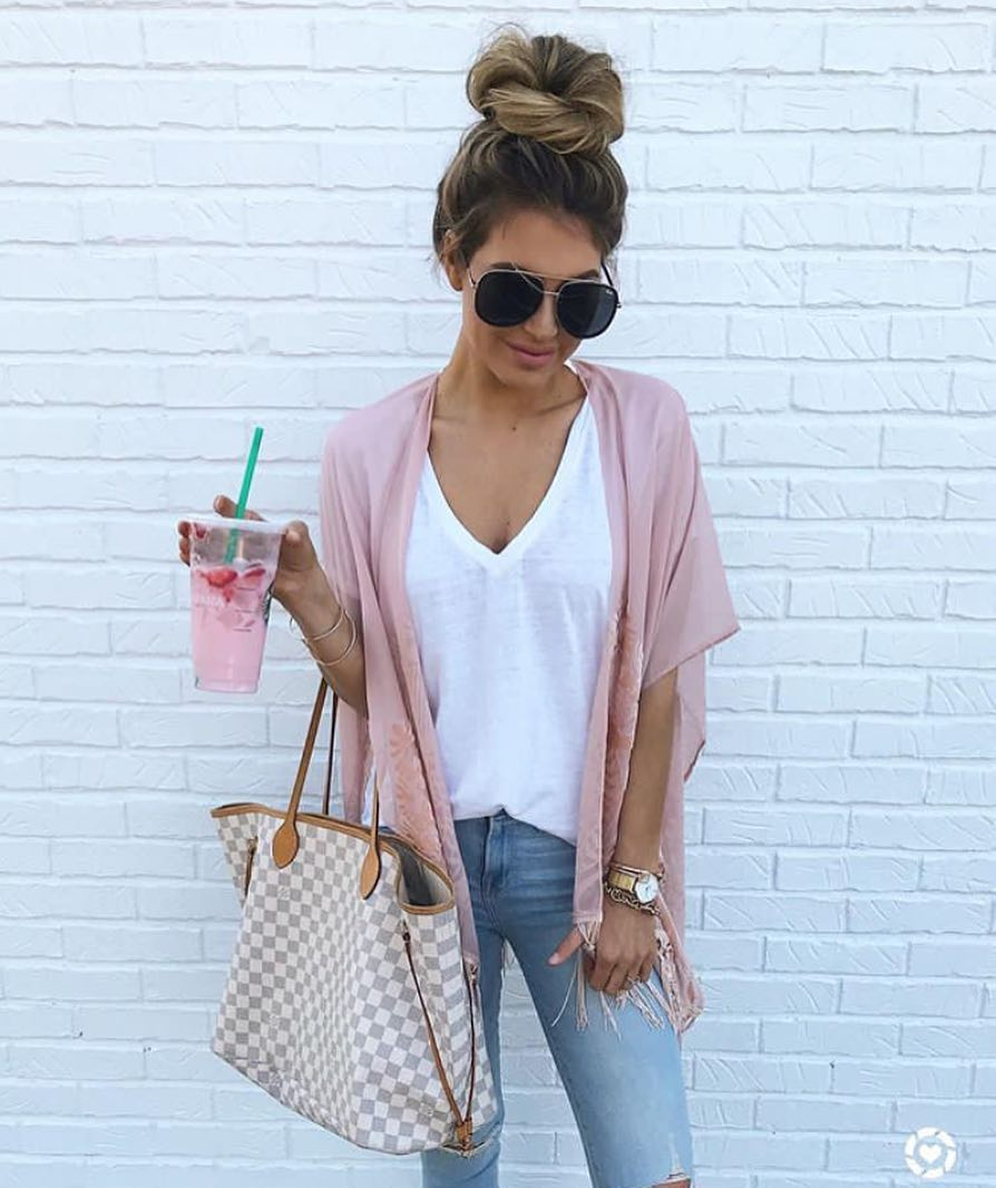 How To Style Pink Short Kimono Cardigan With White Tee And Blue Jeans 2019