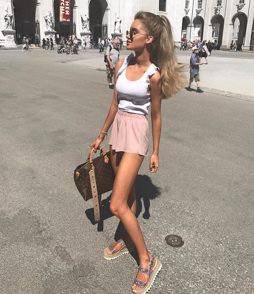 How To Wear White Tank Top And Blush Mini Skirt This Summer 2020