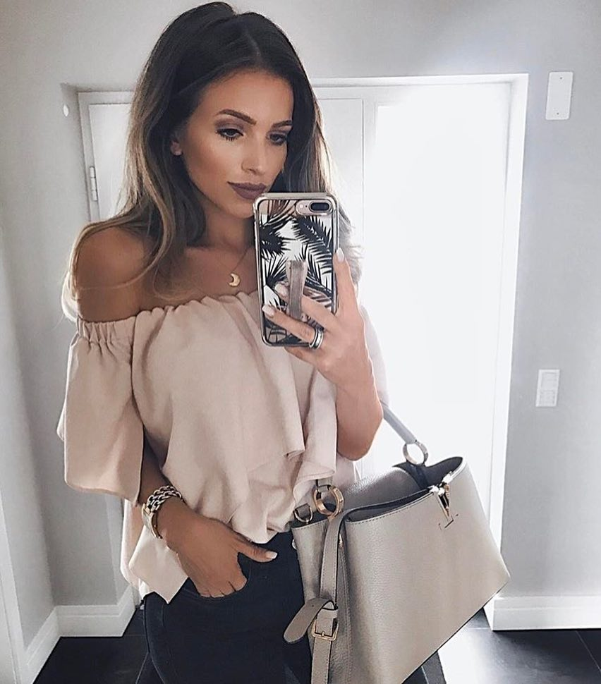 Off-Shoulder Relaxed Top In Cream-White And Black Jeans For Summer 2019