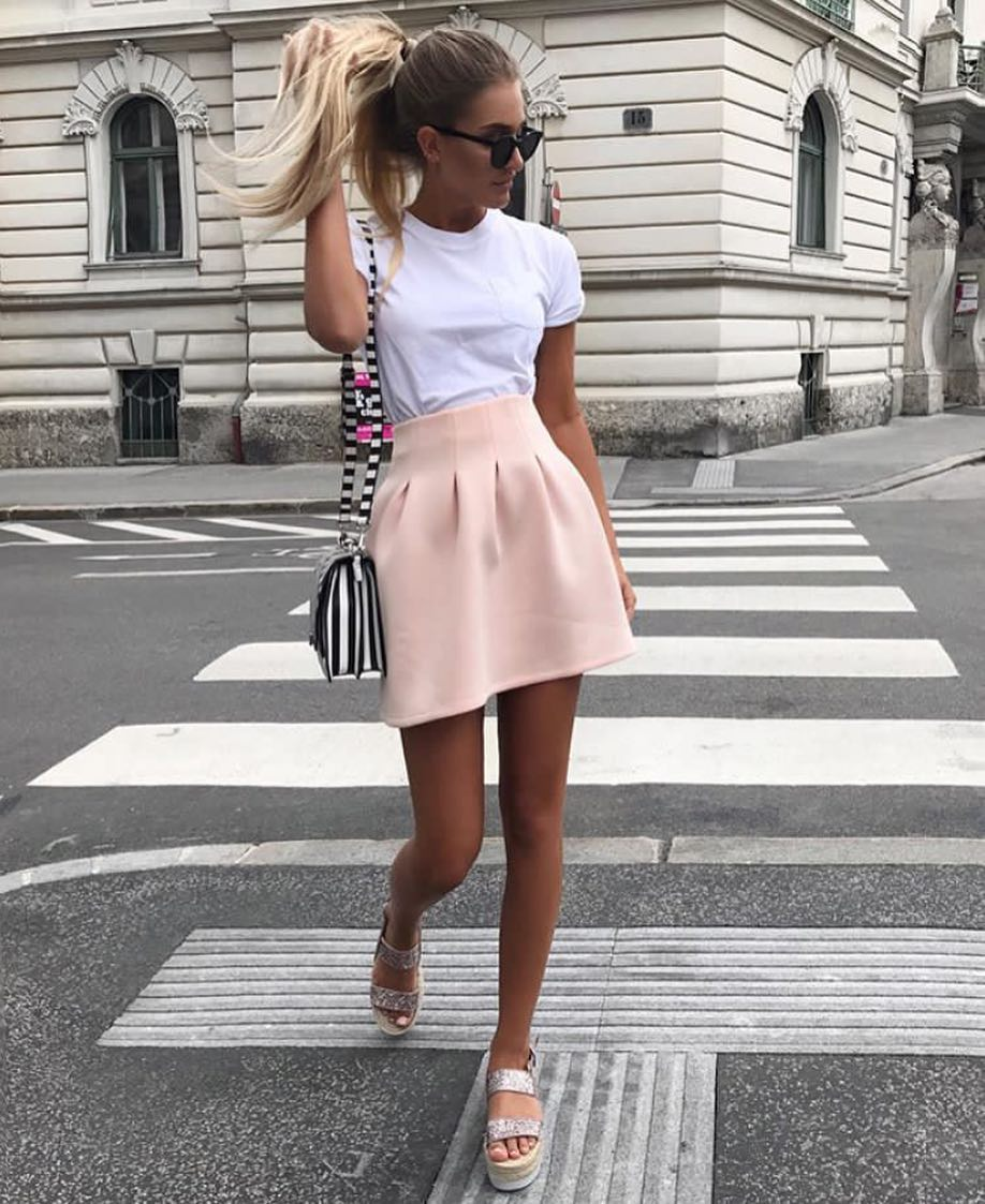 How To Wear Blush High-Rise Short Skirt This Summer 2020
