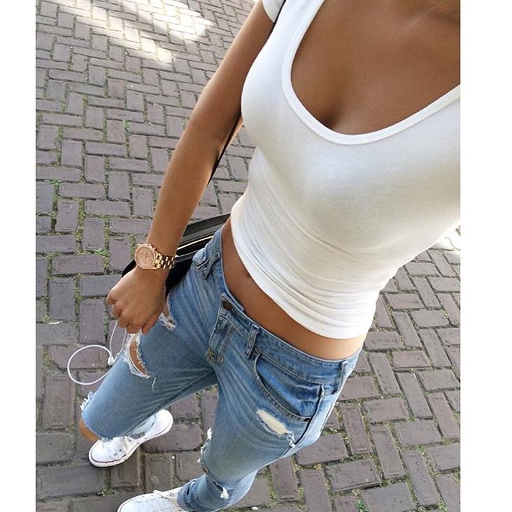White Crop Top, Slim Jeans And White Trainers OOTD For Summer 2019
