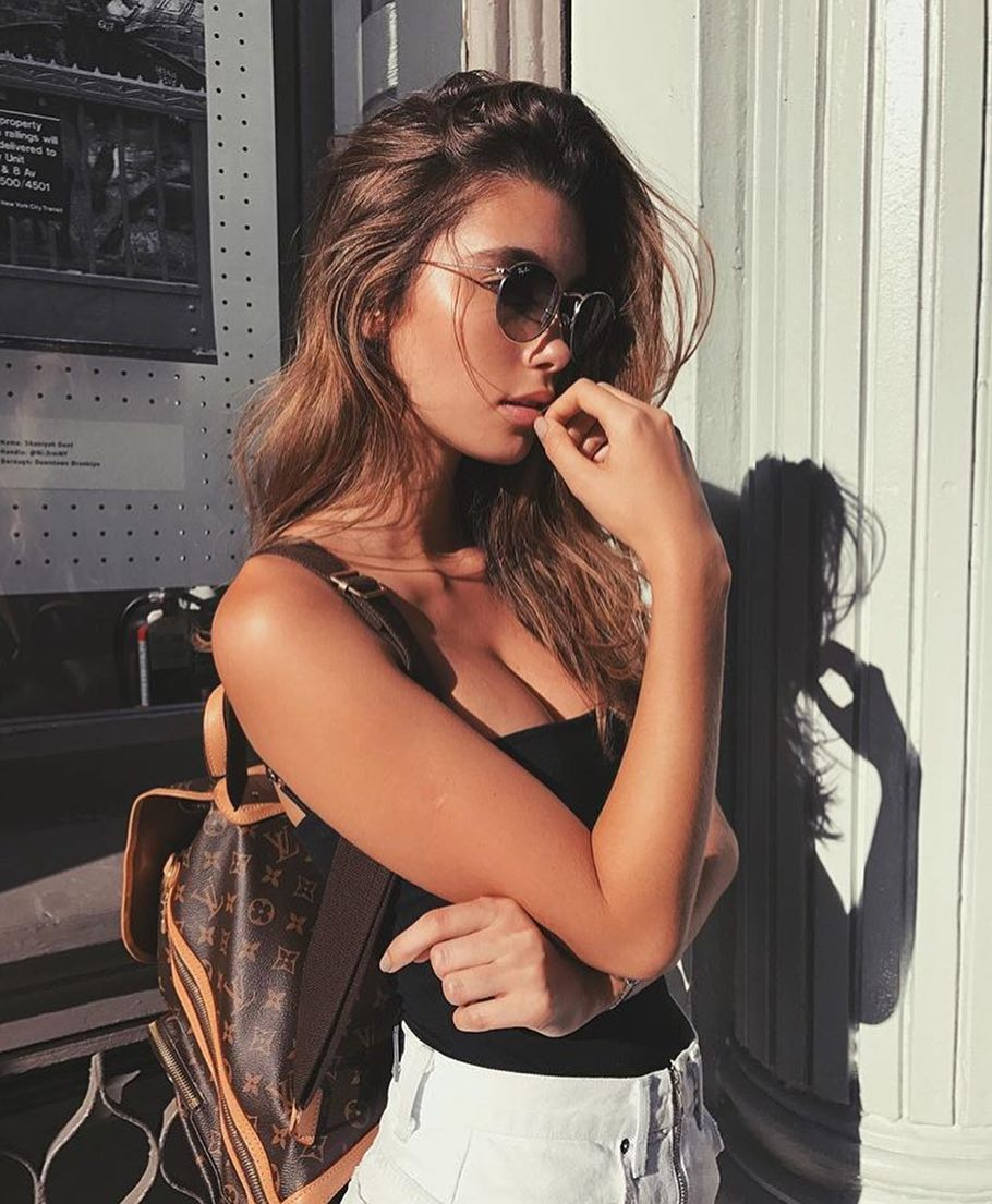 How To Wear Rounded Sunglasses With Monochrome Outfit This Summer 2019
