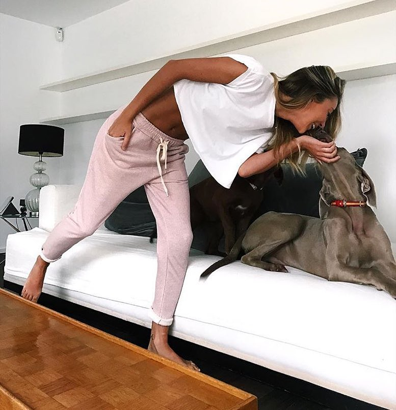 Loungewear Basics: White Crop Top And Light Pink Sweatpants For Summer 2020