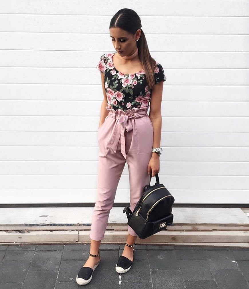How To Wear Black Floral Print Bodysuit With Blush Gathered Pants This Summer 2019