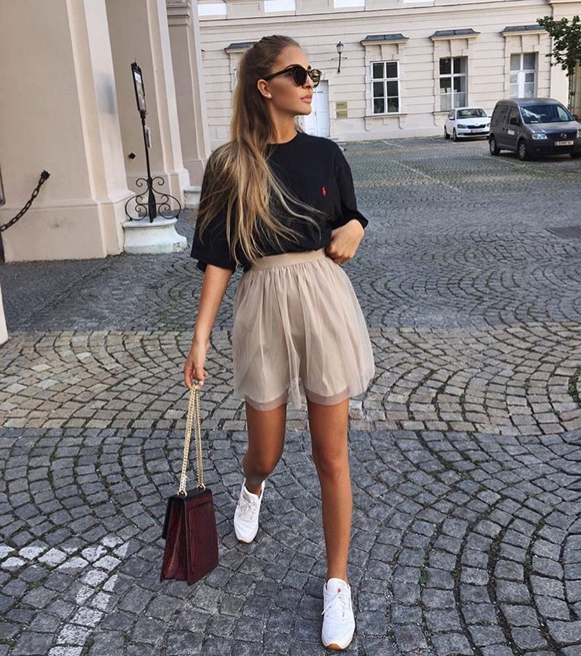 Beige Tulle Mini Skirt And Black Oversized T-Shirt With White Sneakers 2020