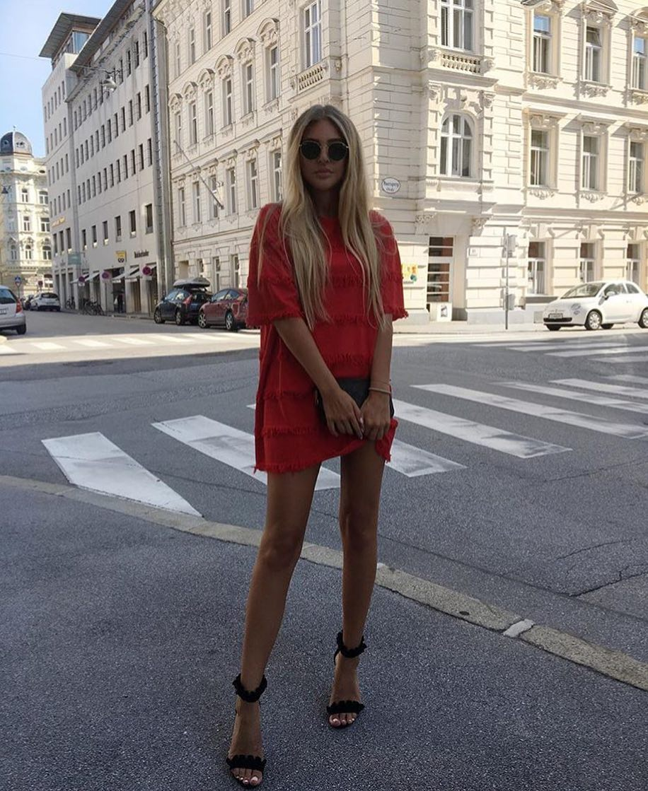 Red T-Shirt Dress And Black Heeled Sandals For Summer 2019