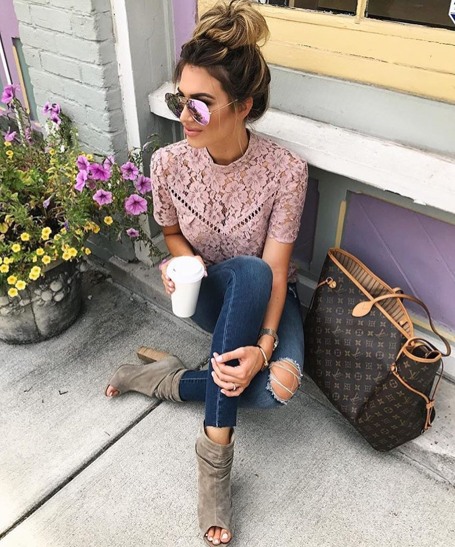 Blush Lace Top, Blue Jeans, Peep Toe Boots For Spring 2019