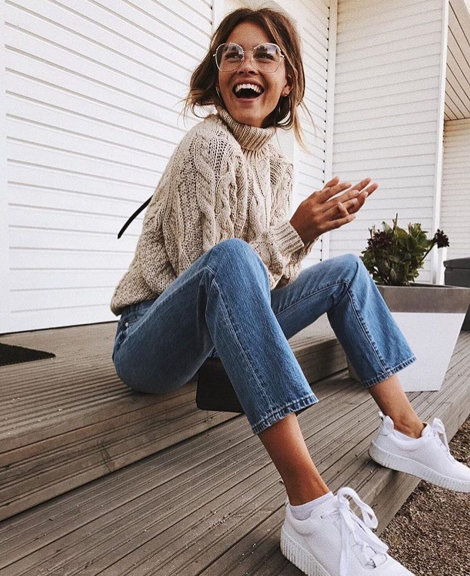 Oversized Cable-Knit Sweater, Regular Jeans And White Sneakers For Spring 2019