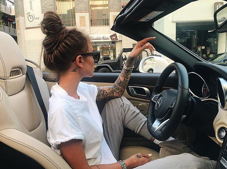 White Oversized T-Shirt, Grey Joggers And Grey Suede Booties For Casual Summer 2019