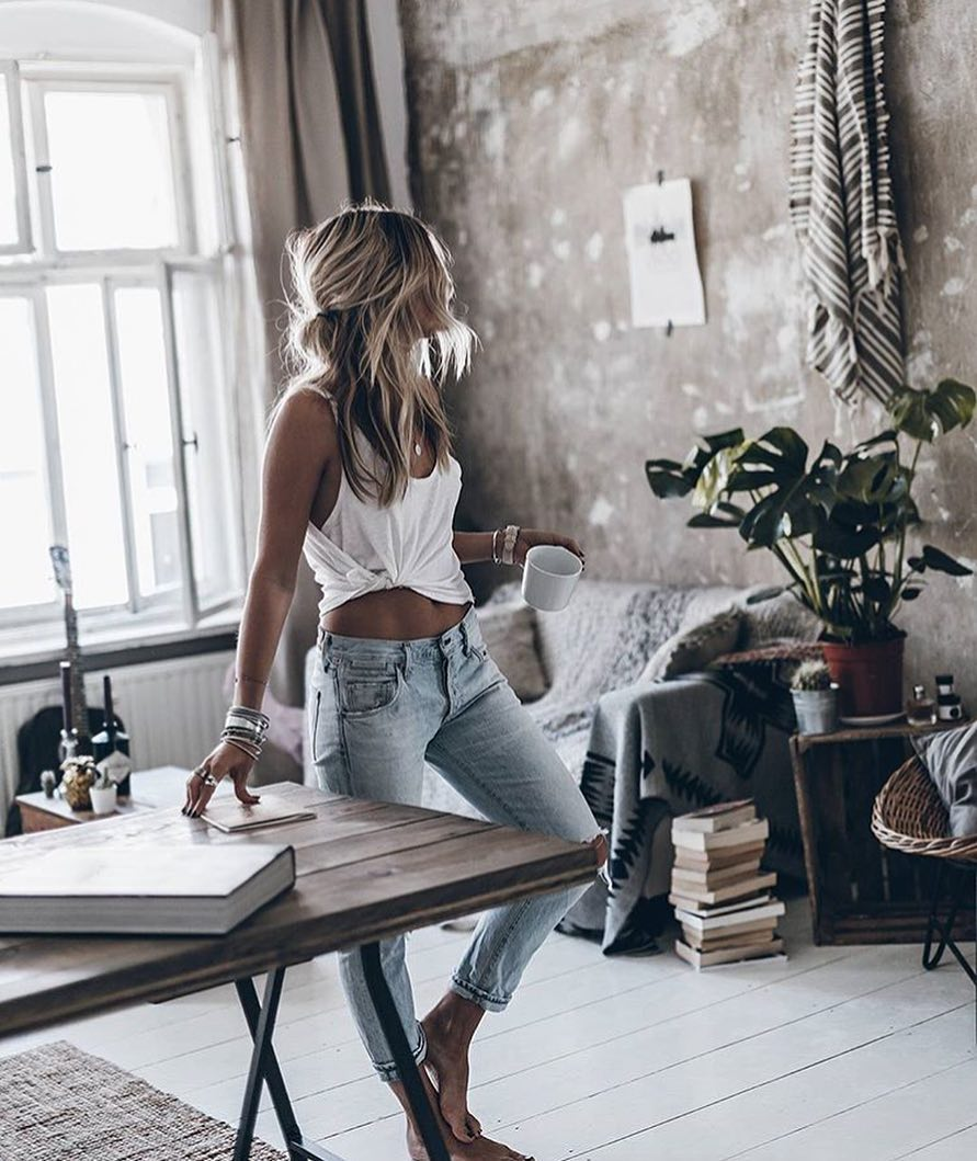 White Tank Top And Wash Blue Skinny Jeans For Boho Casual Summer 2019