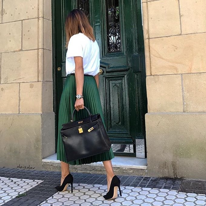 How To Wear Dark Green Knife-Pleated Midi Skirt This Summer 2020