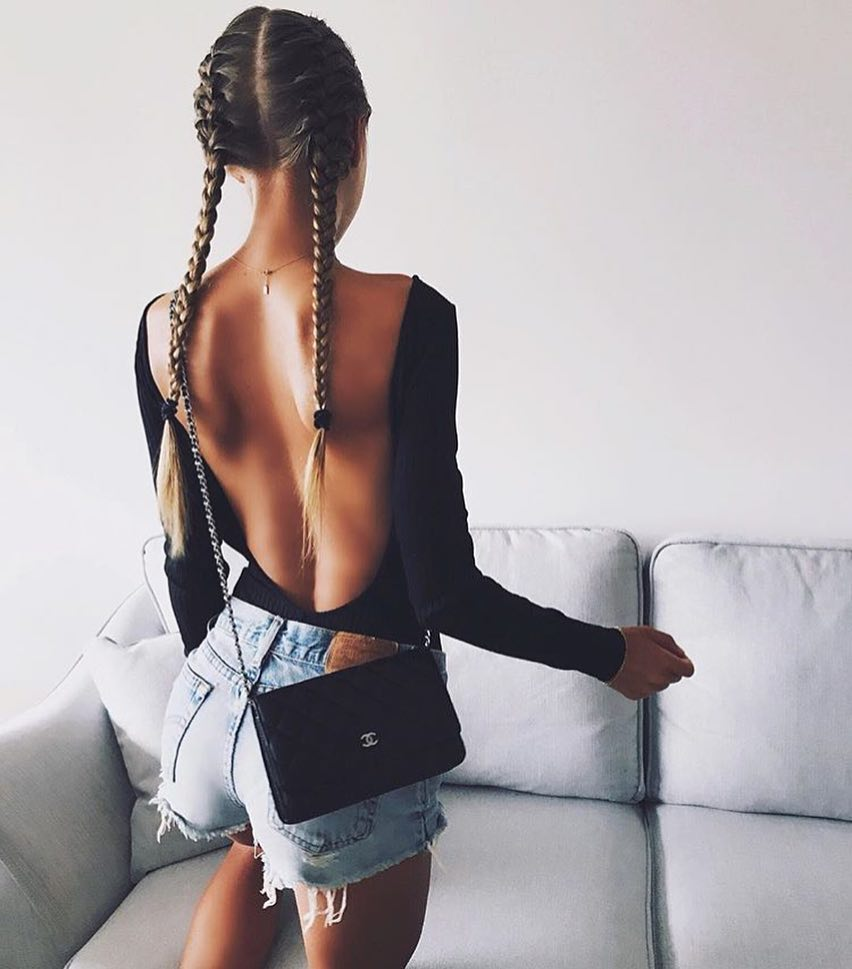 Black Bodysuit With Open Back And Denim Shorts For Summer 2019