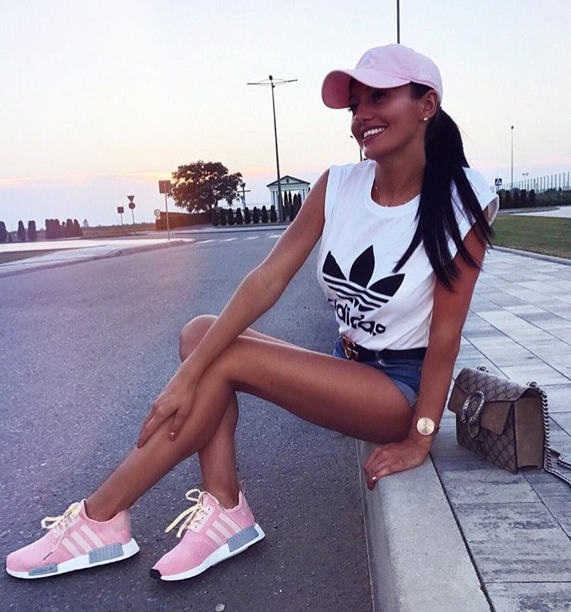 How To Wear Pink Sneakers In Sporty Casual Way This Summer 2019