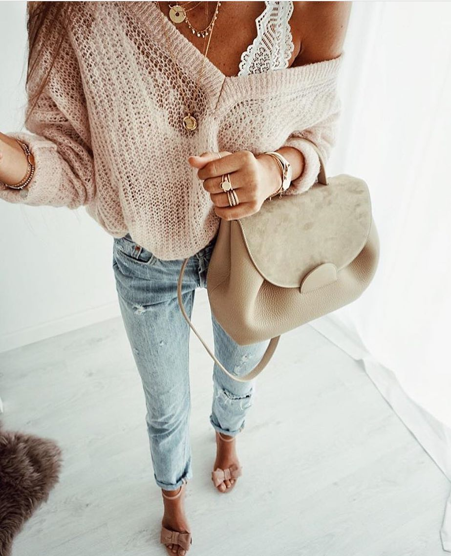 Slouchy Blush Knitted Sweater With White Bra Top And Ripped Jeans For Summer 2021