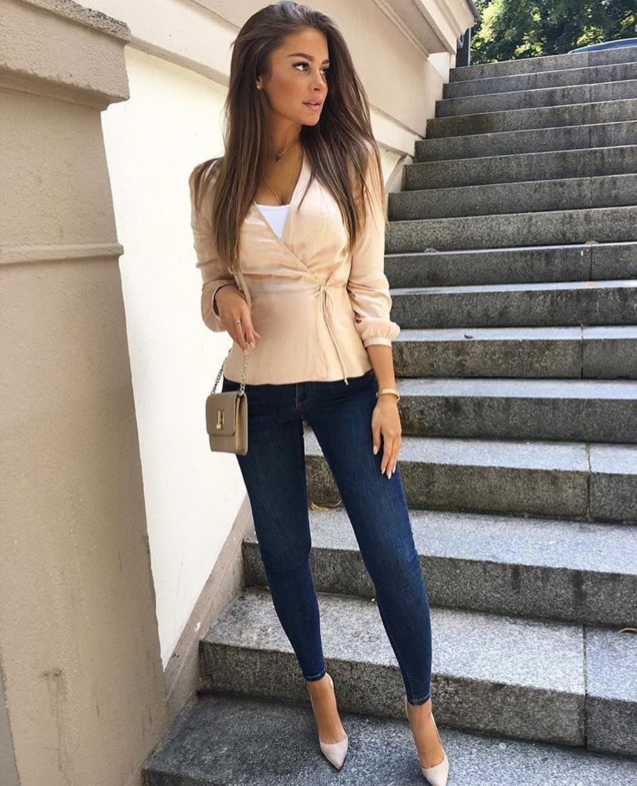 Cream Beige Wrap Jacket With White Top And Dark Blue Skinny Jeans For Summer 2021