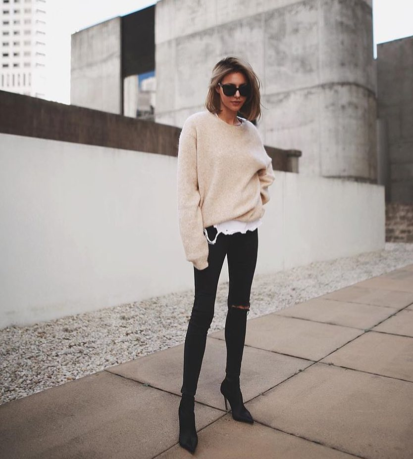 Cream White Slouchy Sweater With Black Skinny Jeans And Pointed Toe Boots For Spring 2019