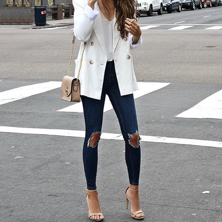 White Long Blazer And Knee Ripped Skinny Jeans In Dark Blue For Summer 2019