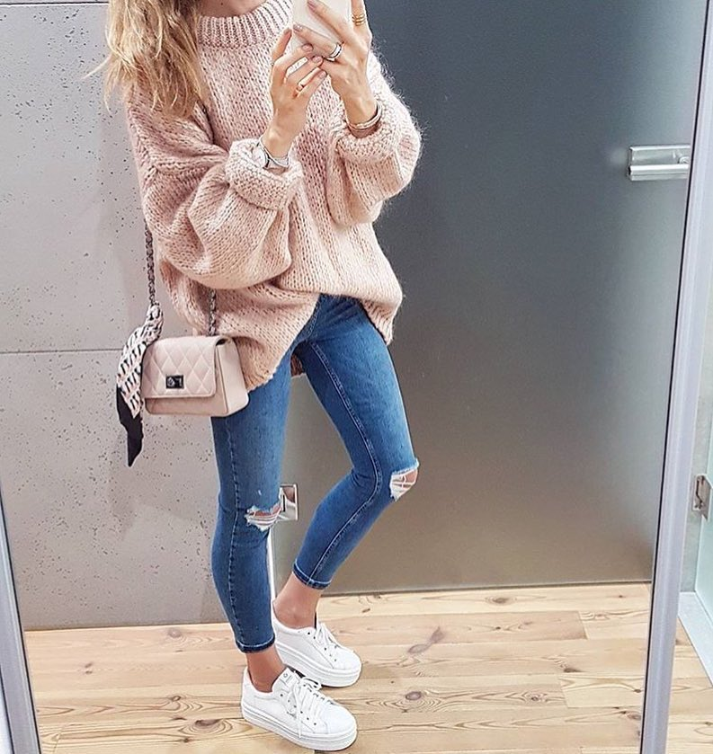 Blush Oversized Sweater With Knee-Ripped Skinny Jeans And White Kicks For Spring 2019