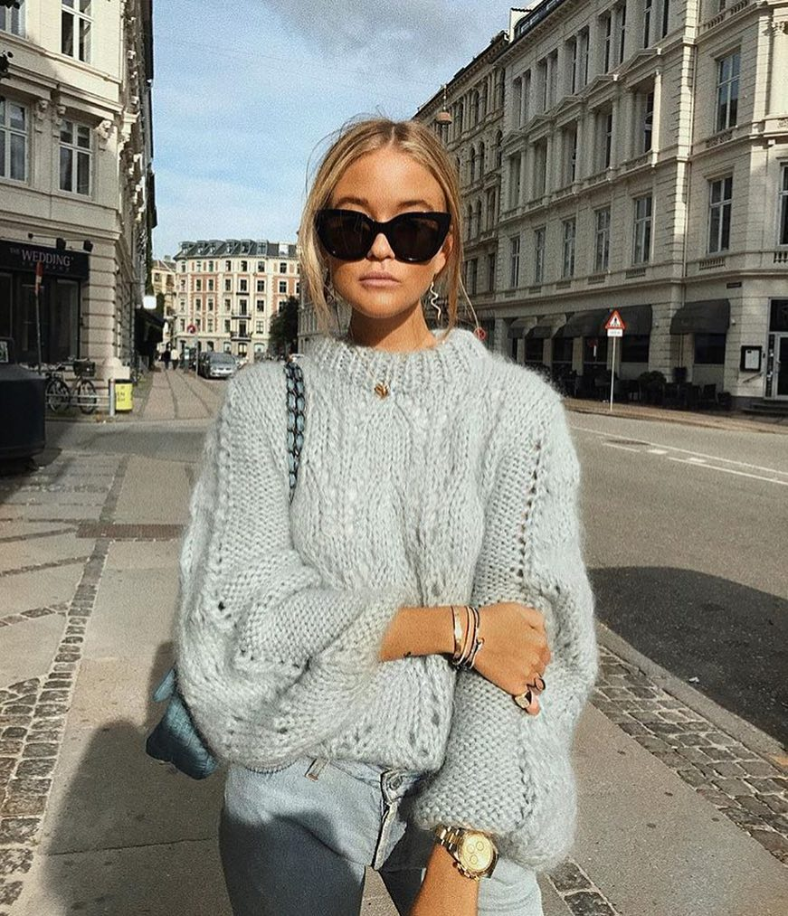 Oversized Wool Sweater In Light Grey With Wash Jeans For Spring 2021