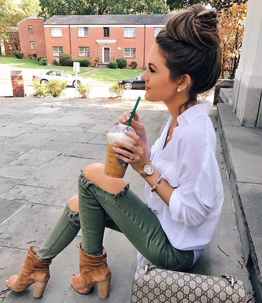 White Shirt And Knee Ripped Green Jeans For Spring 2019