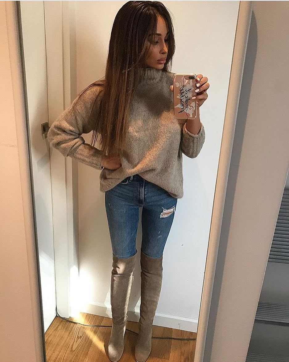 Cozy Slouchy Sweater With Skinny Jeans And OTK Suede Boots For Spring 2020