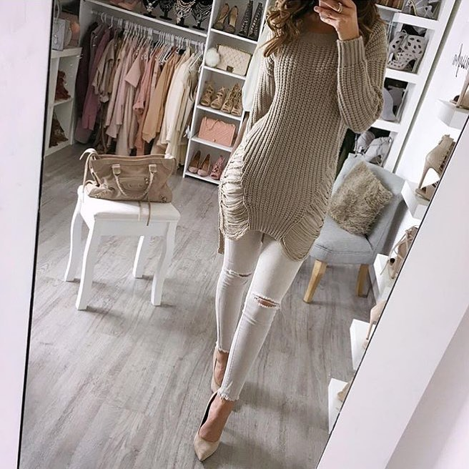 Cream Grey Long Knitted Sweater And White Skinny Jeans For Summer 2019