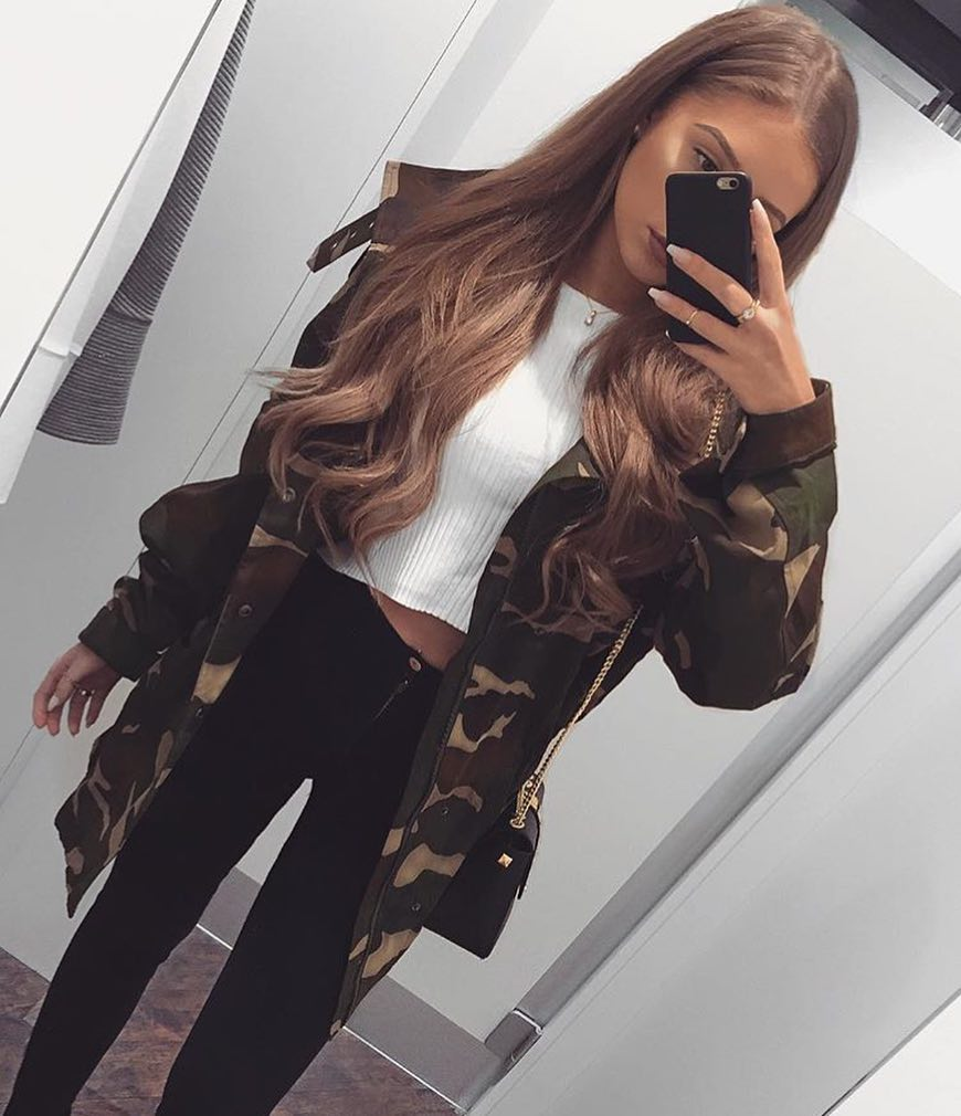 How To Style Camouflage Jacket With White Crop Top And Black Skinny Jeans 2019