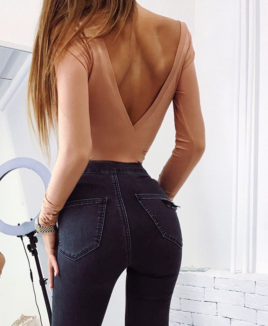 Open V-Back Nude Bodysuit And High Rise Grey Skinny Jeans For Spring 2019