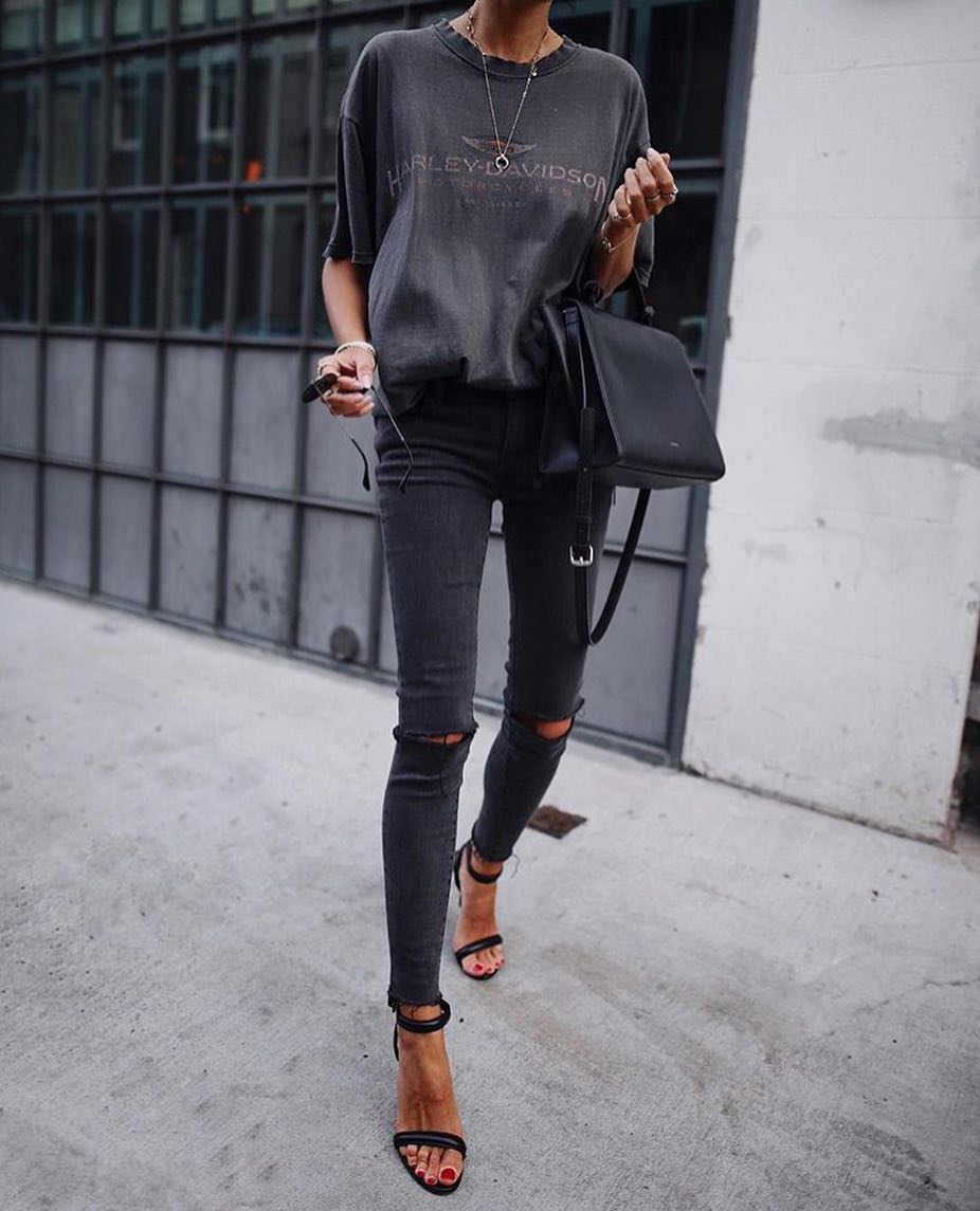 All Black Grunge Outfit: T-Shirt, Ripped Knee Skinny Jeans And Ankle Cuff Sandals 2019