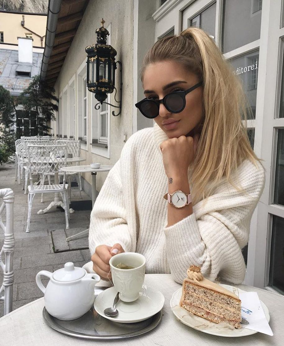 Slouchy White Sweater Dress And Rounded Sunglasses For Spring Street Walks 2020