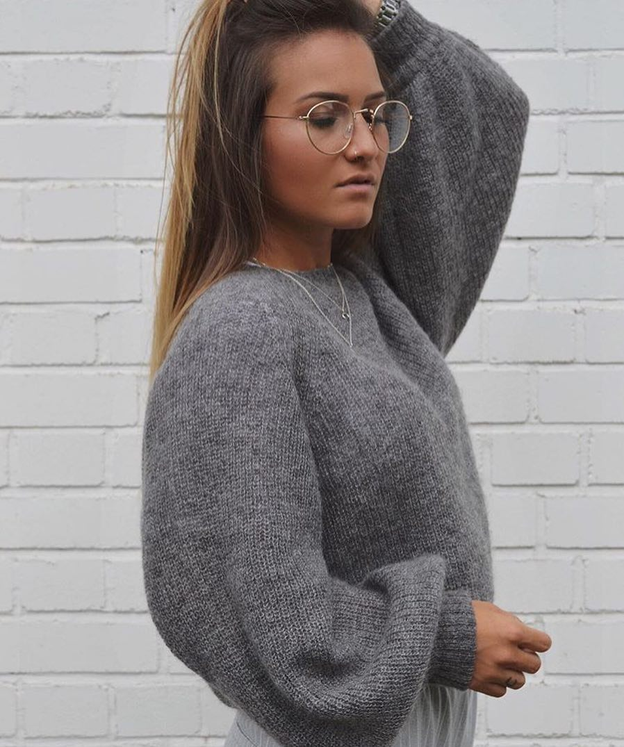 Oversized Grey Sweater And Gold Rim Round Sunglasses 2019