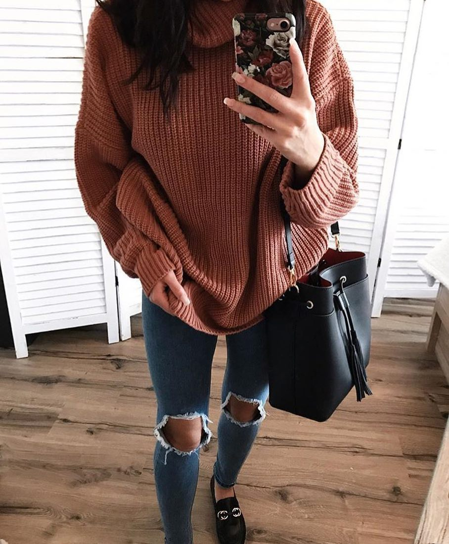 Can I Wear Oversized Sweater With Knee-Ripped Skinny Jeans 2020