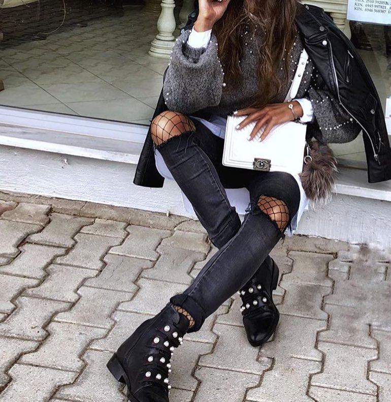 Monochrome Fall Grunge Basics: Leather Jacket, Pearled Sweater And Ripped Skinnies 2020
