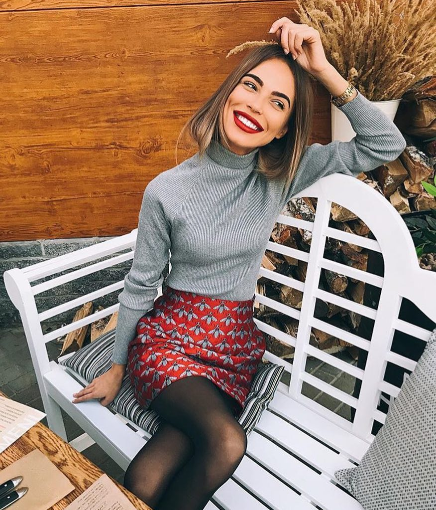 Ideal Fall Smart Casual Look: Grey Turtleneck Patterned Mini Skirt In Red 2019