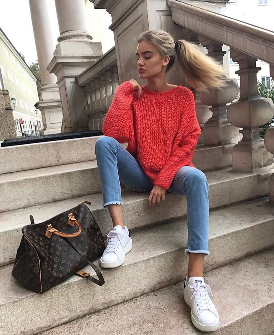 Bulky Sweater In Red And Slim Blue Jeans With White Sneakers For Fall 2019