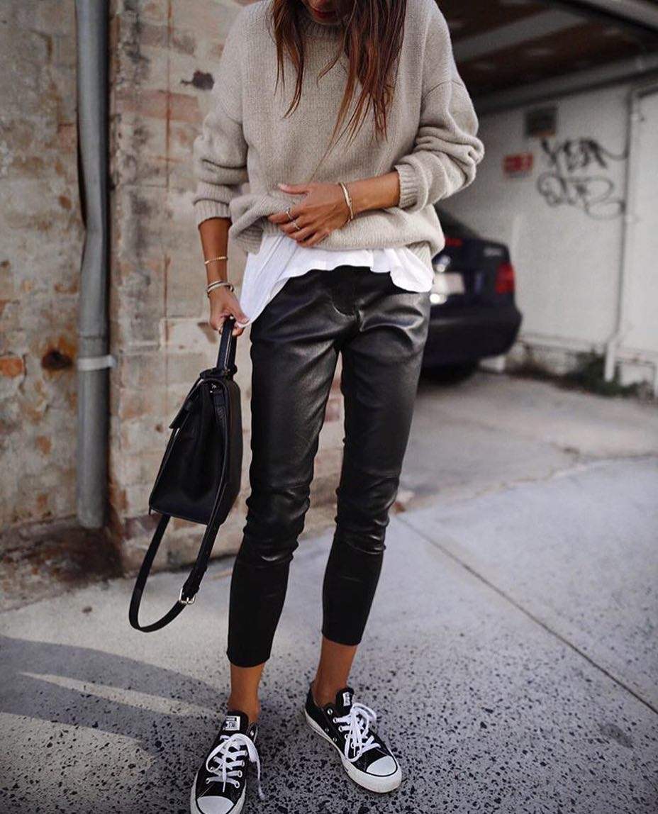 Layered Fall Look: Cream Grey Sweater, White Tee And Black Leather Pants 2019