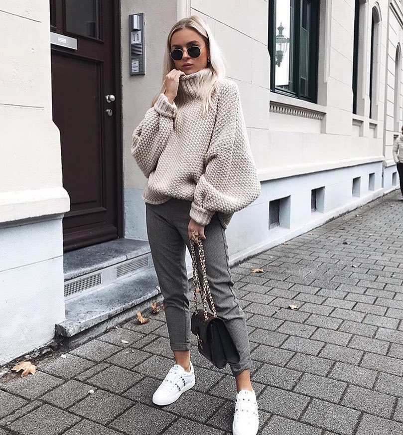 Oversized Grey Sweater And Grey Crop Slim Pants With White Kicks For Fall 2019