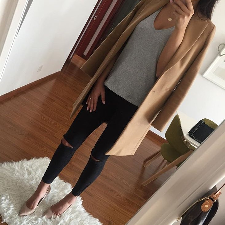 Fall Basics: Camel Coat, Ripped Jeans And Beige Pumps 2019