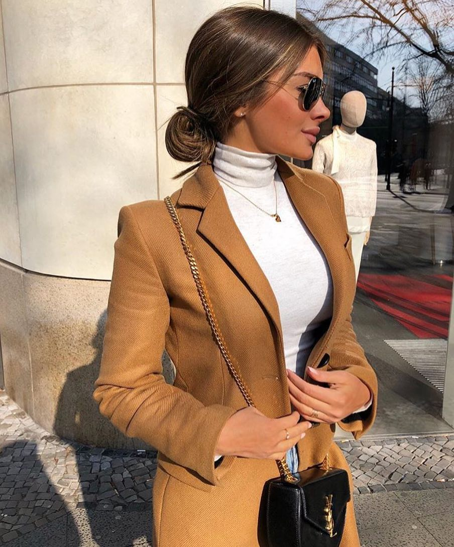 Fall Fashion Trends: Camel Coat And White Turtleneck 2020