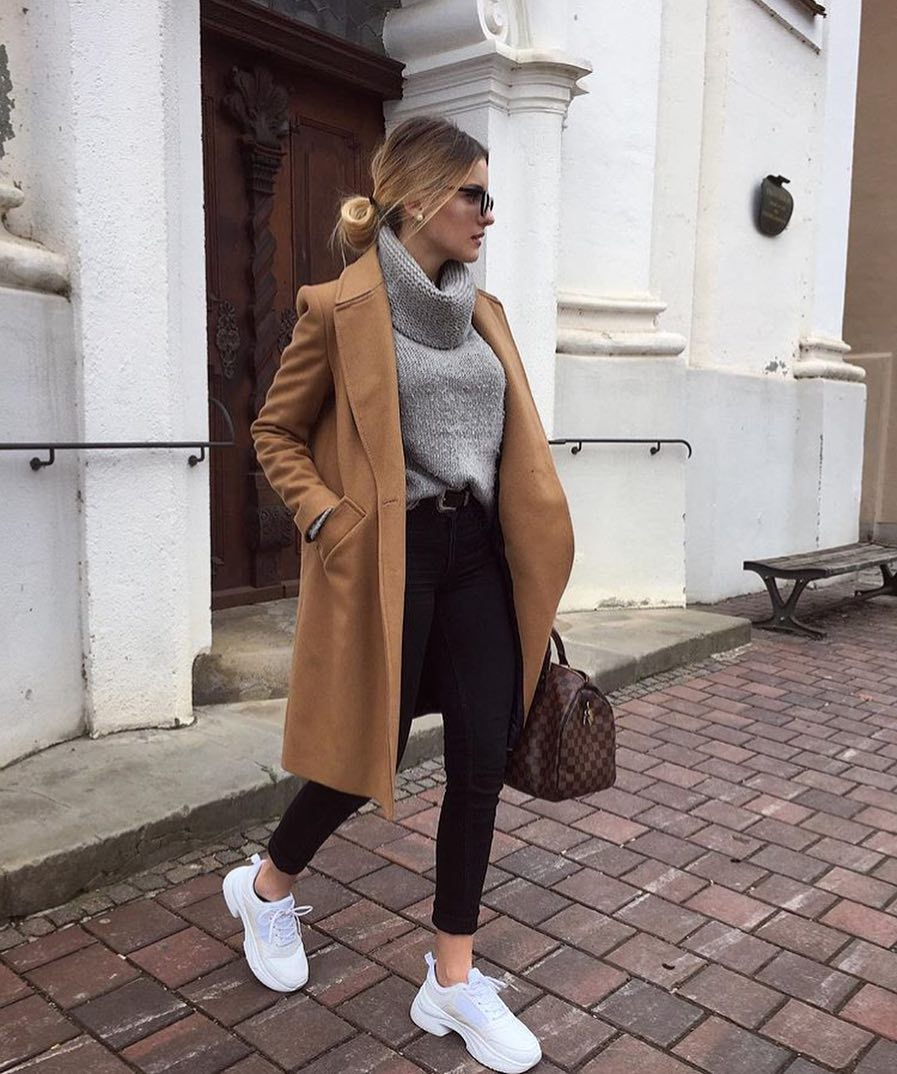 Fall Basics: Camel Coat, Grey Sweater, Black Skinnies And White Sneakers 2020