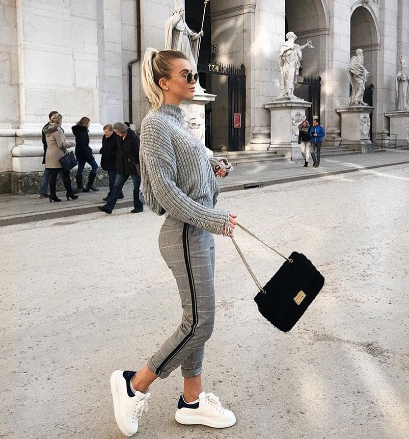 All Grey Outfit Idea For Fall: Sweater, Plaid Pants And White Sneakers 2019