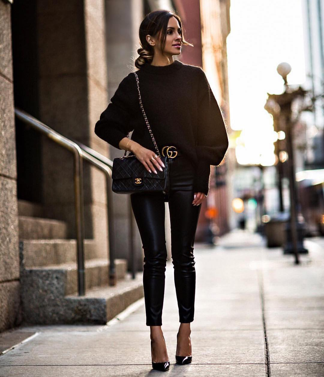 All Black OOTD: Oversized Sweater With Black Leather Skinny Pants And Glossy Pumps 2020